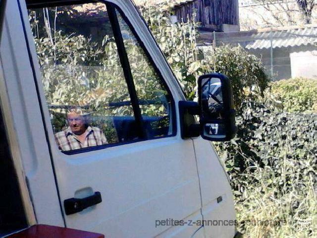 Camion Snack Renault trafic 2001 de couleur blanche à 3500€