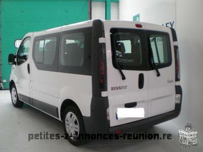 petite annonce renault trafic blanc 9 places 1 9 dci 80 6 cv les avirons 97425 voiture. Black Bedroom Furniture Sets. Home Design Ideas