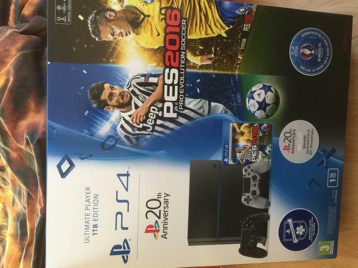 Sony Playstation 4 PES 2016 avec des Jeux 2 Manettes