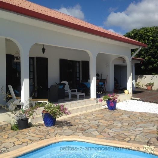 vend villa F6 à étage + piscine